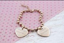 Heart Bracelets / Bracelets coeurs / Une collection de bracelets cœurs à personnaliser. Choisissez vos médailles ainsi que la gravure.