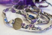 Bracelets Liberty gravés / Une collection de bracelet liberty pour mamans et petites filles. Tous nos bracelets sont personnalisables et gravables avec un doux message. Personalised Liberty Bracelets for Kids and women.