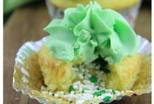 Cupcakes / The most delicious cupcake recipes that will sure to be a hit at your next party, event or dinner. Cupcake recipes for every season and occasion.