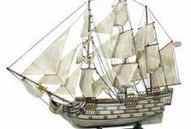 Maritime Modell Segelschiffe / Wunderschöne maritime Segelschiffe aus Holz mit Stoffsegel,originalen Schiffen nachempfunden bis hin zu Piratenschiffen als besonderer Geschenkartikel für den Sammler oder als maritime Dekoration für zu Hause.