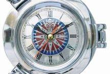 Maritime Uhren und Messinstrumente / Maritime Uhren/Messinstrumente aus Chrom,Messing und Holz.Maritime-Dekoartikel,aufregend und erfrischend wie das Meer