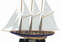 Maritime Schiffsmodelle  Segelyachten / Wunderschöne maritime Segelyachten aus Holz mit Stoffsegel als besonderer Geschenkartikel für den Sammler oder als maritime Dekoration für zu Hause.