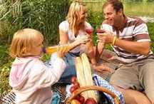 Piknikové koše / Objednejte si piknikový koš, kterým si zpříjemníte chvíle Vašeho výletu - podle počtu a složení Vašich blízkých buď romantický piknikový koš pro nezapomenutelné chvíle ve dvou, nebo rodinný piknikový koš pro vzácné chvíle klidu a pohody se všemi nejbližšími.