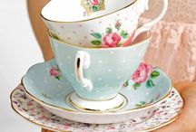 New Country Roses / Embrace a contemporary take on a classic with the New Country Roses - a modern adaptation of the original. Crafted to superior quality from fine bone china, this compilation of pieces is vibrant and vivacious, featuring a gorgeous vintage pattern in a soft brushed finish. A charmingly fashioned afternoon tea set, classic forms meet intricate detailing with vibrant colours and a lustrous gold rim.