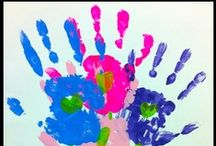 Handprint Arts & Crafts / Projects your little ones can do around the theme of hands and handprints.