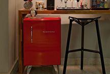 Bar em casa  - DIY / Use sua imaginação e crie seu próprio bar. Ele pode ser feito em um carrinho de chá, em um aparador, em uma prateleira flutuante, em uma cômoda restaurada ou em qualquer outro móvel de sua escolha.