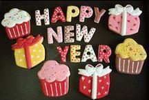 Happy New Year cakes-cupcakes-cookies-cakepops... / raccolta di dolci decorati per l'ultimo dell'anno