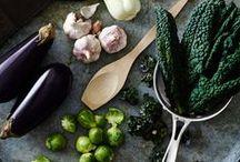 En grön månad / Ibland kan det bli för lite av det goda, men inte nu. Det är dags att släppa på spärrarna och frossa hejdlöst i grönkål, broccoli och andra gröna saker. Nu tar vi en grön månad – och vi hoppas du vill vara med!