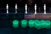 Design objecten @ Verlichtmeubilair / Bekende Europse designmerken ontwerpen allerlei bijzondere (verlichte) objecten. Mooi om je kamer, wachtruimte, evement, bar of bijvoorbeeld terras mee aan te kleden. De verlichting kan werken met een spaarlamp of (draadloze) LED. Kortom, hier vind je creatieve objecten die een speciale touch aan je ruimte geven.