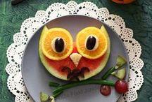 Mit Essen spielt man doch! / Rezepte und Ideen mit dem gewissen Schmunzel-Faktor und bei Kindern besonders beliebt