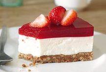 Erdbeer-Rezepte / Erdbeeren - die rote Versuchung: Hier sammeln wir unsere liebsten Rezepte mit Erdbeeren wie saftige Erdbeertorten, Marmelade, Erdbeersoufflé, fruchtige Erdbeerlimonade und viele weitere Insiparionen zum Selbermachen.