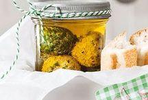 Alles hausgemacht / Rezepte für selbst hergestellte Leckereien: Marmeladen, süß und sauer Eingelegtes, Geschenkideen usw.