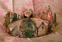 Crowns, bird cages, hats, shoes / Idea