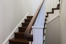 классический интерьер / классический интерьер, осовремененная классика, гостиная классическая, лестница, пол орех, белые двери, белая классическая кухня, домашний кабинет