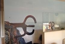 paredes impresas / Muchas ideas para decorar las paredes de tu casa, oficina.... Utiliza diferentes materiales, papel pintado, adhesivo, vinilo, telas.....