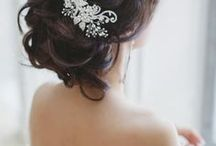 Simple Hair Ideas: Event Hairstyles to Try / Whether you're going au natural, or want to hire a make up artist for your special event, we've got hair and makeup ideas for weddings, birthdays and more, for all skin tones and hair colors!