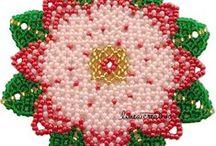 Bead netting doily / tissage danese centrini / Perlen nähen Decke--> My own designs / Patterns for beading and bead netting, beaded doily. Schemi per tissage danese / cucito di perle, centrini. Anleitungen für Perlen Nähen, Decke, carpetas, napperons perles.