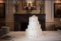 Winter Wedding / Eigenlijk is niets zo romantisch als een Winter Wedding. Een dikke laag sneeuw kan alleen moeder natuur garanderen maar juist de warmte van het haardvuur en de heldere tint van ijsblauw in combinatie met de authentieke Villa vormen de basis voor een onvergetelijke dag.