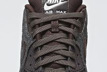 H: Nike Shoes