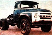 ЗиЛ-130В1 седельные тягачи / Седельный тягач ЗиЛ 130В1, предназначенный для буксировки различных полуприцепов общей массой до 12500 кг. По отношению к ЗиЛ 130, колёсная база уменьшена до 3300 мм.