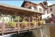 Ponte di Legno / Vivi il più bel rifugio nel cuore delle Alpi. Ponte di Legno è il centro ideale per gli amanti della natura e della montagna. Oltre 100 Km di piste, pinete, parchi nazionali, ma anche le tradizionali botteghe del centro storico.