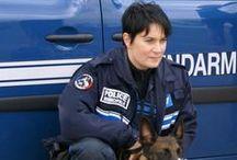 The feminine woman, the Mounted Police and Law enforcement / La FEMME féminise, la GENDARMERIE et les Forces de l'ordre