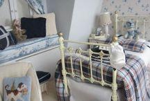 Iron beds (miniature)