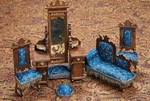 Antique doll house rooms/ roombox/ furniture/ dolls