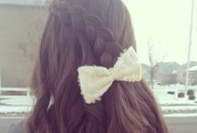 Back to School Hair / We know it an be hard to choose a hairstyle for school that is conveniently quick and easy for the morning, but at the same time something people will compliment you on.  Try some of these styles for inspiration!