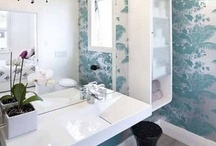 Wallpaper in Bathrooms / Beautiful bathrooms with wallpaper.