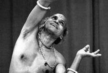Gurus / Grandes Gurus de Odissi e Yoga.