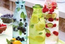 Värikkäitä voimavesiä - colourful waters / Voimavesireseptejä. Maustevedet ovat erittäin suosittuja maailmalla. Salaattia ja hedelmiä voi myös juoda.