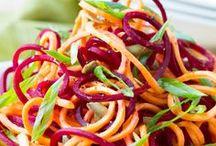Talvisalaatteja - Winter salads / Talvisalaattireseptit. Talvella maistuvat juurekset. Niistä saa värikkäitä salaatteja.
