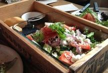 Sorrin salaattia ravintoloissa / Sorrin salaattia saa parhaista ravintoloista. Tässä kivoja ravintoloita ja ravintoloiden salaatti-annoksia.