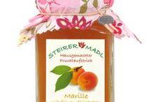 STEIRER MADL Fruchtaufstriche / Ob Marille- oder Erdbeeremarmelade, Hirschbirne, Johannisbeere, Apfel oder Brombeere, alle Fruchtaufstriche sind hausgemacht und werden nur in Kleinstmengen hergestellt, damit die natürlichen Aromen der Früchte erhalten bleiben.
