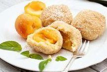 Kuchen und Mehlspeisen / Mehlspeisen und Kuchen haben immer Saison! Egal ob ein sommerlicher Früchtekuchen oder eine sündige Schokotorte. Eine schmackhafte Mehlspeise zur Kaffejause ist immer beliebt. Klassische österreichische Mehlspeisen wie Gugelhupf, Apfelstrudel, Biskuitroulade, Buchteln… hier finden Sie Rezepte für Naschkatzen!