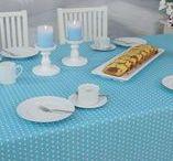 Tischwäsche abwaschbar Türkis weiße Punkte Siena / Decken Sie Ihren Tisch frisch! Abwaschbare Tischdecke in sommerlicher Farbe und frischem Design. Kleine punkte zieren diesen Stoff und die Tischdecke bringt helle Farbe in Ihre Küche oder Wohnzimmer.