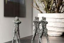 Ann Vrielinck: Beelden Brons / Een ruime collectie bronzen beelden van de Vlaamse kunstenares Ann Vrielinck die zowel binnen als buiten kunnen geplaatst worden. De sculpturen zijn telkens gelimiteerde oplages, getekend en genummerd en zorgen gegarandeerd voor een kunstzinnige blikvanger in uw interieur of tuin.