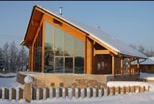 Sammlung der Häuser / Rovaniemi verfügt über eine umfangreiches Sortiment Sammlung an schönen und funktionellen Häusern.  Rovaniemi Dienstleistungen zur Erstellung individueller Entwürfe an, mit der Zielsetzung, den meist anspruchsvollen Geschmack ihrer Kunden zu entsprechen und Ihnen zu helfen, die kühnsten Vorhaben und Ideen unserer zukünftigen Blockhausbesitzer zu realisieren.