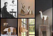 """Atelier Pierre / """"Atelier Pierre"""" wil jonge Belgische designers een kans geven om hun eerste collectie woonaccessoires te ontwikkelen. """"Atelier"""" verwijst hierbij naar ambacht, creëren, maken, .... """"Pierre"""" staat dan weer voor persoonlijkheid en authenticiteit. """"Atelier Pierre"""" is geen retromerk, maar een authentiek merk met sterke roots. De eerste collectie heet """"NoRdic"""", minimalistische dierenfiguren opgebouwd uit puzzelstukken die uit een houten plaat gelaserd zijn."""