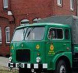 JZS Jelcz - historia w fotografii / Jelcz – polskie przedsiębiorstwo motoryzacyjne z siedzibą w Jelczu-Laskowicach. Od lat 50. do 2001 roku samochody ciężarowe i autobusy pod marką Jelcz były produkowane przez Jelczańskie Zakłady Samochodowe Jelcz S.A., a następnie przez spółki zależne.Produkcja samochodów ciężarowych jest kontynuowana przez Jelcz Sp. z o.o. (dawniej Jelcz – Komponenty Sp. z o.o.), która w 100% należy do Huty Stalowa Wola SA.