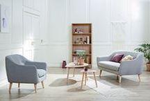 Nordic Retro | JYSK Favourites / Kombinasjonen av lys eik og stofftrekk i EGEDAL skaper et rent, nordisk uttrykk som gir et flott inntrykk.Sofaen og stolen ser flotte ut fra alle vinkler, og fungerer godt som frittstående møbler i rommet.