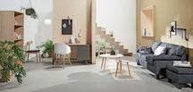 Casual Contrast | JYSK Favourites / Sett sammen små, livfulle arealer i samme rom for å skape et funksjonelt og samtidig koselig rom for både avkobling og produktivitet. GEDSER sofa fungerer godt med små, lette og fleksible sofabord.