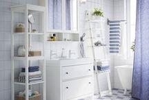 Badkamers / Badkamermeubels die je de ruimte geven voor alles wat je nodig hebt, en slimme manieren om alles te organiseren. Zo verspil je minder tijd met op zoek zijn naar de tandpasta en houd je tijd over om te doen wat echt belangrijk is: goed voor jezelf zorgen!