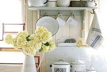 Farmhouse Kitchens / Beautiful farmhouse kitchen inspiration for our future farmhouse kitchen!