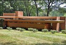 Frank Lloyd Wright / Frank Lloyd Wright – amerykański architekt modernistyczny, jeden z najważniejszych projektantów XX wieku.  ur. 8 czerwca 1867, Richland Center, Wisconsin, USA zm. 9 kwietnia 1959, Phoenix, Arizona, USA
