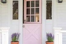 Colorful Farmhouse Style / Adding color back into farmhouse style