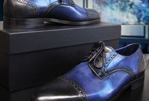 Cap-Toes / Cap toes are dress shoes with extra layer of leather 'capping' the toe, enhanced by a horizontal seam. Cap toes are popular on oxfords and derby styles.