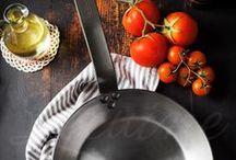 Sartenes De Buyer Mineral B / Sartenes de Buyer Mineral B con sus mejores fotos y opiniones de usuarios y bloggers. Descubre las sartenes de hierro de la marca francesa De Buyer desde todos sus ángulos y verás porque cada día más personas las eligen para cocinar.  Sartenes fabricadas en hierro y recubiertas por cera de abeja (de allí surge su nombre MIneral B) con mango de hierro son válidas para todo tipo de cocinas e incluso puedes usarlas en el horno.   Todos los modelos de las sartenes De Buyer disponibles en Lecuine.com
