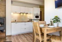 Apartament Szarotka / Serdecznie zapraszamy do Apartamentu Szarotka. To komfortowy apartament położony w zacisznym miejscu, który zapewnia wspaniałe warunki  i pozwala odpocząć od codziennych spraw.